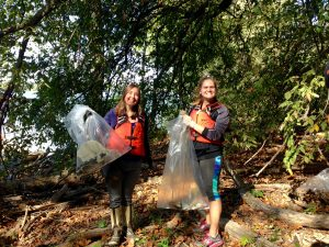 AmeriCorps Members help clean up the Ohio River (Photo: Shasta Bray)